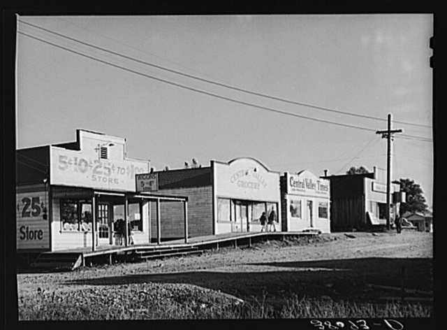Some of the business enterprises at Central Valley, California. This section of the town has lost business because the main highway was rerouted and left it stranded. Central Valley is one of the boom towns near Shasta Dam
