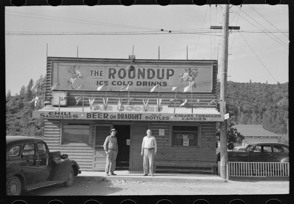 Tavern. Summit City, boom town near Shasta Dam. Shasta County, California
