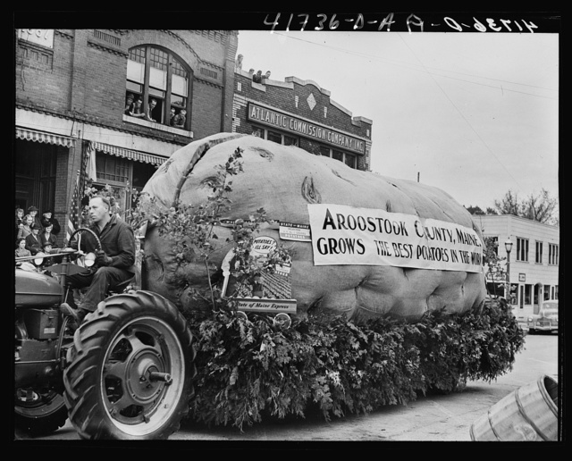 """This giant """"potato"""" was supposed to open and reveal an elaborate girls band. The mechanism kept getting stuck. Presque Isle, Maine"""