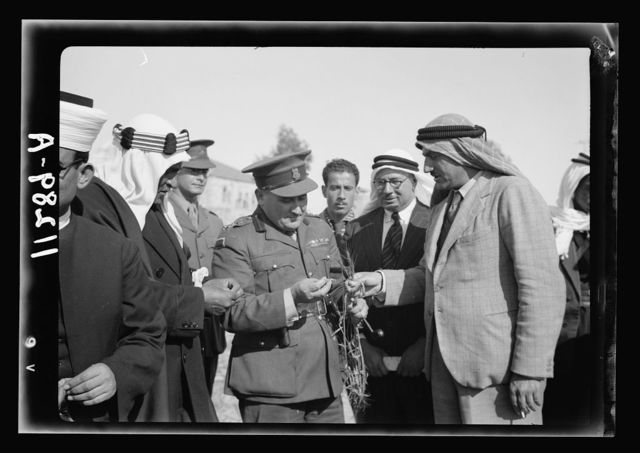 Visit to Beersheba Agricultural Station (Experimental) by Brig. Gen. Allen & staff & talks to Bedouin sheiks of district by station superintendent. Gen. Allan asking questions about this Australian wheat