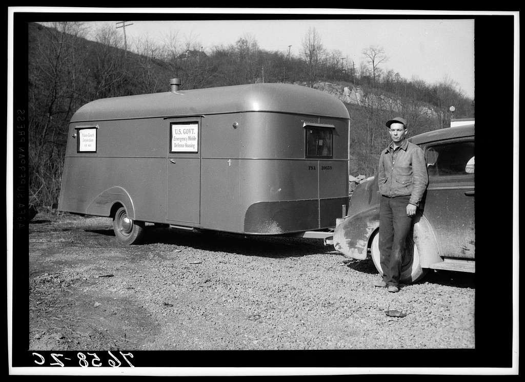 A demonstration of Farm Security Administration trailers. Trailer for defense workers. Washington, D.C