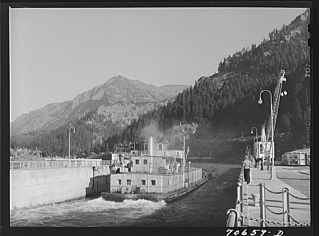 Boat going through navigation locks at Bonneville Dam, Oregon