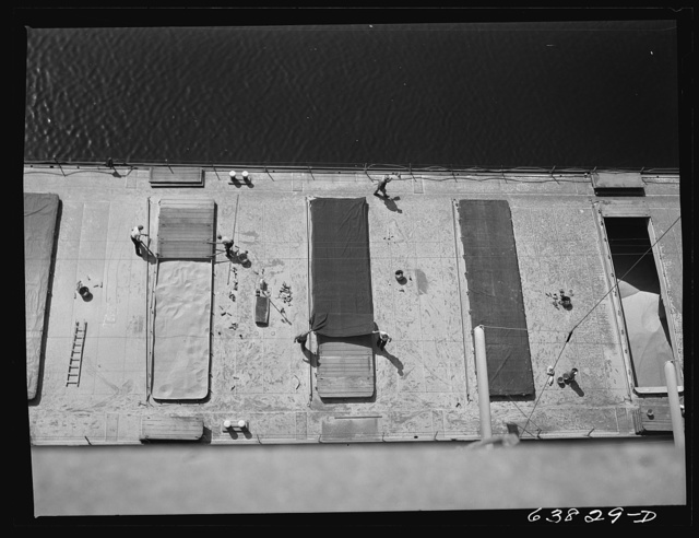 Closing up the hold of boat with boards and tarpaulins after it has been loaded with wheat for shipment to Buffalo flour mills. Superior, Wisconsin