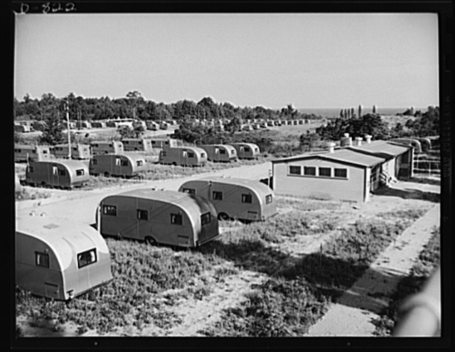 Defense housing, Erie, Pennsylvania. A central utility building (right) with toilets, showers, and laundry facilities is maintained for every sixty trailers on the site. Each trailer, with its 25 x 50 foot plot of ground, is assured of privacy and plenty of sun and fresh air. Each trailer is equipped with a gasoline pressure stove, ice-box, davenport beds and gate leg tables. Each can accommodate up to four people