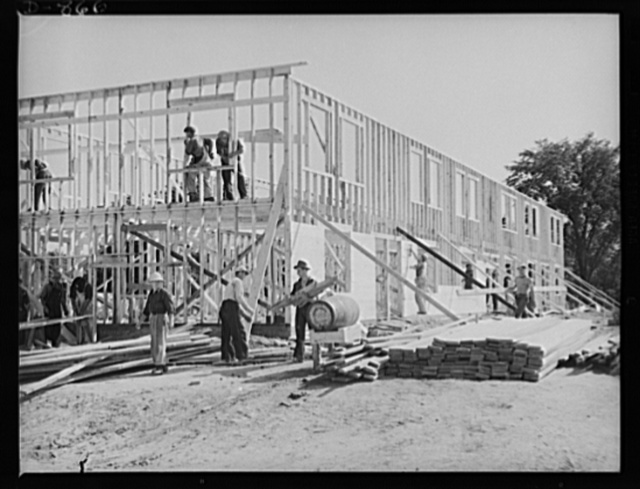 Defense housing, Erie, Pennsylvania. A sheeting crew of fourteen men follows on the heels of the stud and jointing crew. In an amazingly short time this crew sheets the outside walls, the floors, and the roof. Here the crew is well along on the walls a few hours after taking over