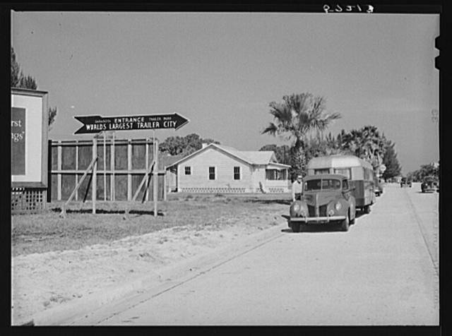 Entrance to Sarasota trailer park, world's largest trailer city. Sarasota, Florida