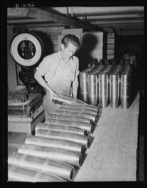 Frankford Arsenal. Weighing shells during process of inspection