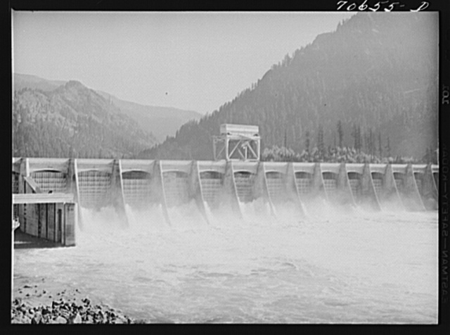 Gate controlled spillway dam. Bonneville Dam, Oregon