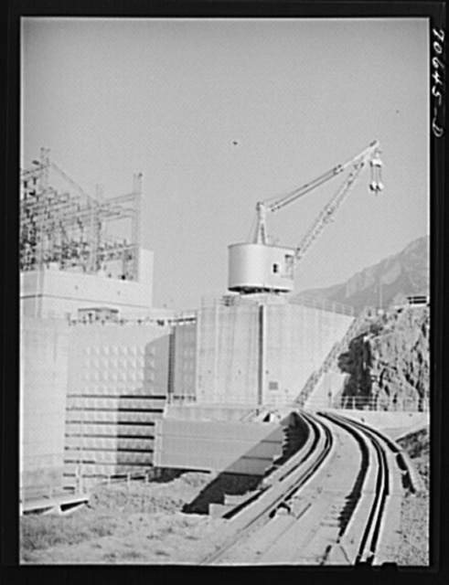 Gates to navigation locks, Bonneville Dam, Oregon. This is a lift lock, seventy-five feet wide and five hundred feet long. This is the highest single lift lock in the world, being fifty-nine feet high