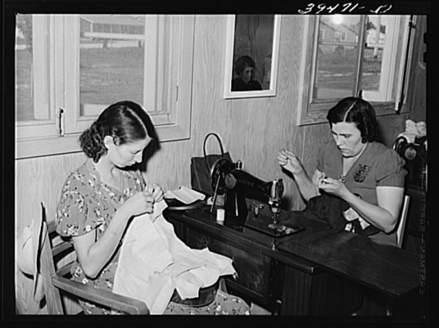 In the sewing class, a WPA (Work Projects Administration) project at the FSA (Farm Security Administration) labor camp. Caldwell, Idaho