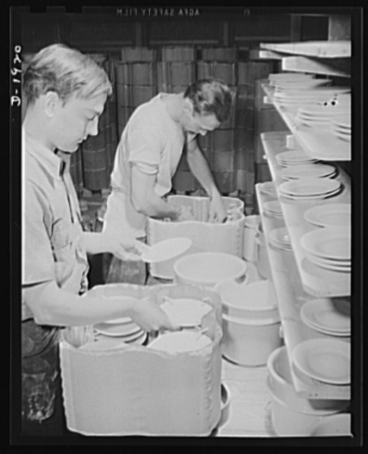 Loading dishes into containers preparatory to baking. Shenango Pottery Works, Newcastle, Pennsylvania