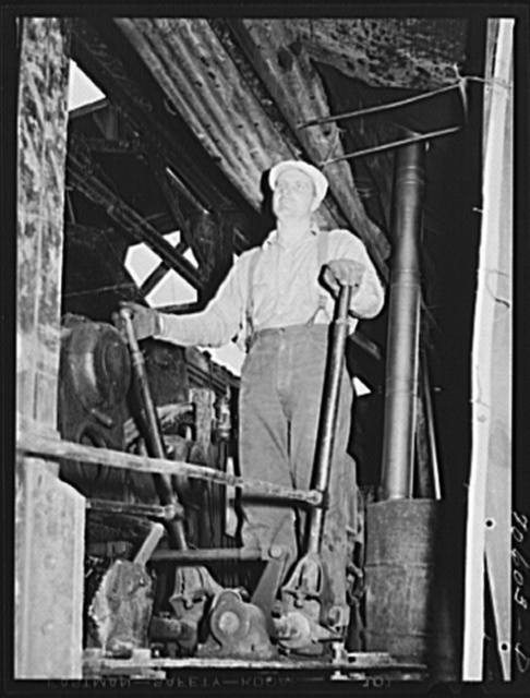 Long Bell Lumber Company, Cowlitz County, Washington. Operator of loading machine powered by electricity in woods operation