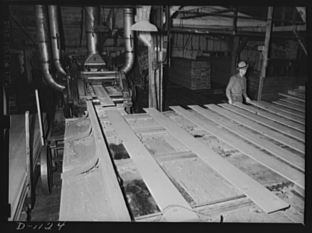 Lumber manufacture. Boise Payette Lumber Company, Boise, Idaho. This fast speed planner finishes about 350 feet of Ponderosa pine boards per minute. Many of these boards are helping to build cantonments and barracks as well as supplying ammunition cases
