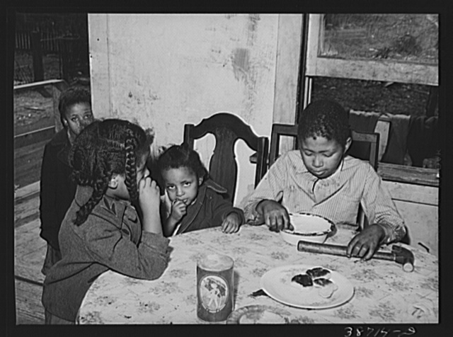Negro children eating biscuits. Chicago, Illinois