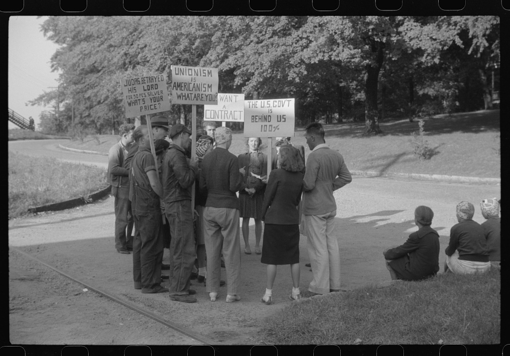 Pickets outside a textile mill in Greensboro, Green County, Georgia