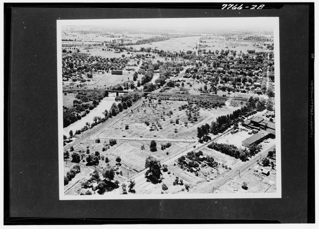 Ravenna, Ohio. Ravenna ordnance plant (Official U.S. Army photo, Region 3)