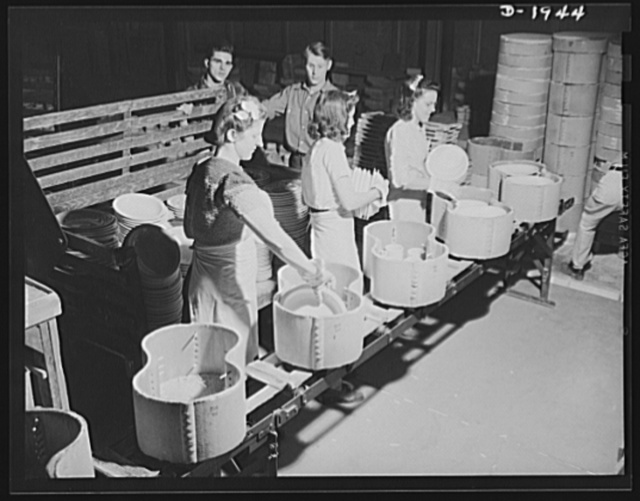 Removing finished ware from saggers. Shenango Pottery Works, Newcastle, Pennsylvania