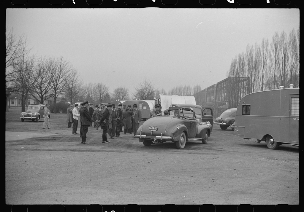 Washington, D.C. A demonstration of FSA (Farm Security Administration) trailers. Linking up for the parade