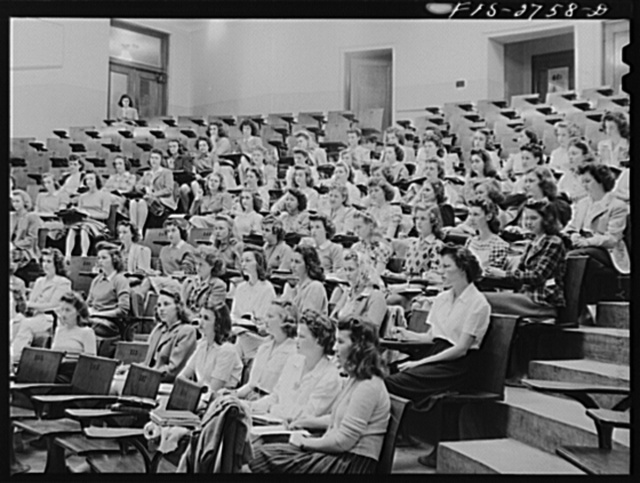 A class in chemistry in the lecture room of the chemistry building at Iowa State College. Ames, Iowa
