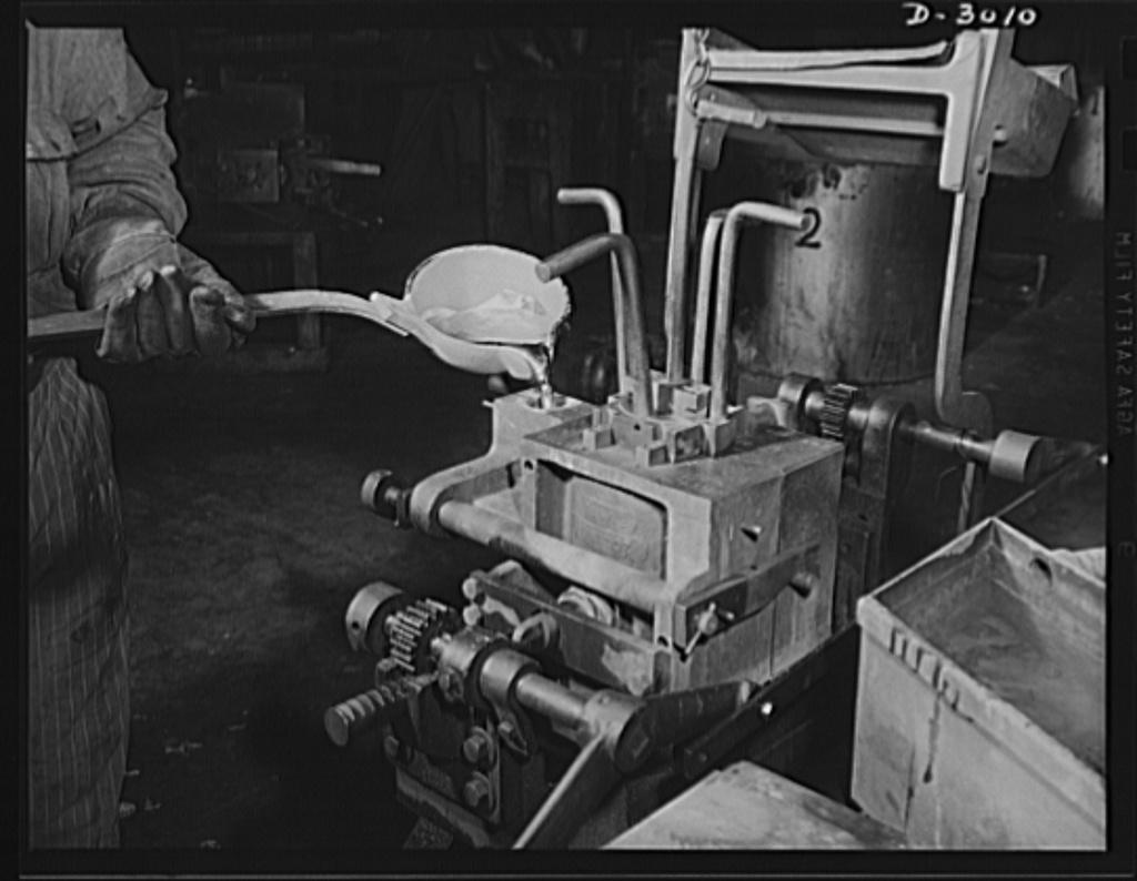 Aluminum casting  Ladling of molten aluminum alloy into the gate of