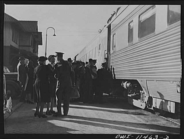 Amarillo, Texas. Soldiers and civilians boarding the Rock Island Rocket
