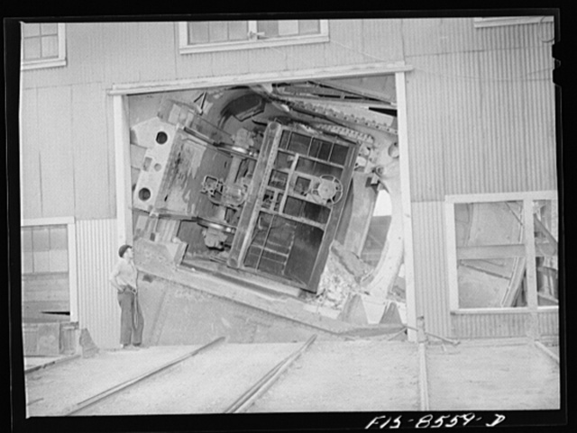 Anaconda smelter, Montana. Anaconda Copper Mining Company. Cars containing fifty tons of copper ore are dumped by an unloading mechanism into a 200 ton hopper