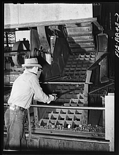 Anaconda smelter, Montana. Anaconda Copper Mining Company. Grating through which particles of manganese concentrate fall and are broken up into smaller particles