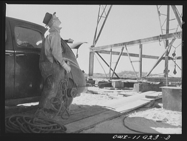 Andrews County, Texas. Improvised pulley used in derrick building operations