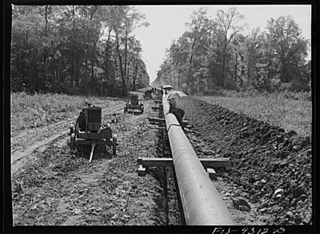 Arkansas-Texas state line to Gurdon, Arkansas. War emergency pipeline from Longview, Texas to Norris City, Illinois. Firing line of welders at work on the pipeline