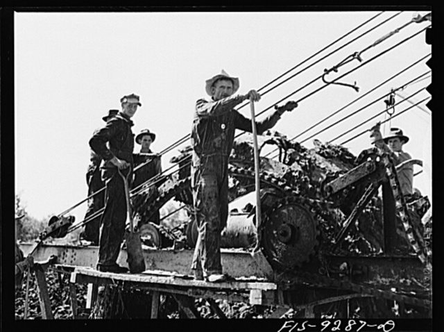 Arkansas-Texas state line to Gurdon, Arkansas. War emergency pipeline from Longview, Texas to Norris City, Illinois. Crew of the digging machine