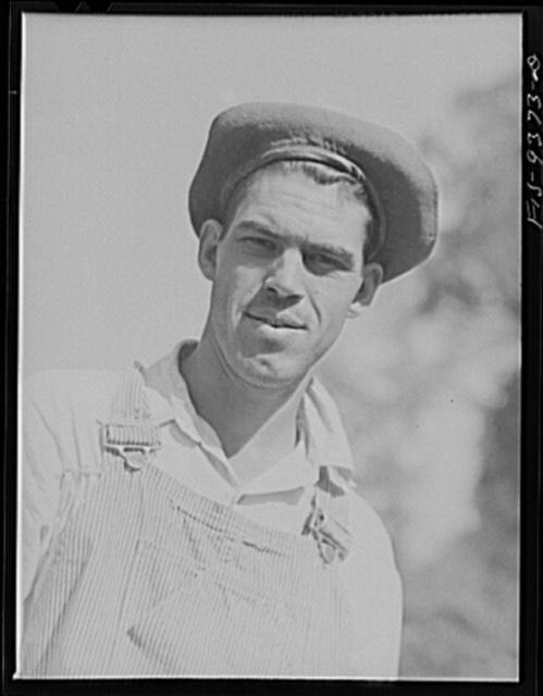 Arkansas-Texas state line to Gurdon, Arkansas. War emergency pipeline from Longview, Texas to Norris City, Illinois. Welder's assistant