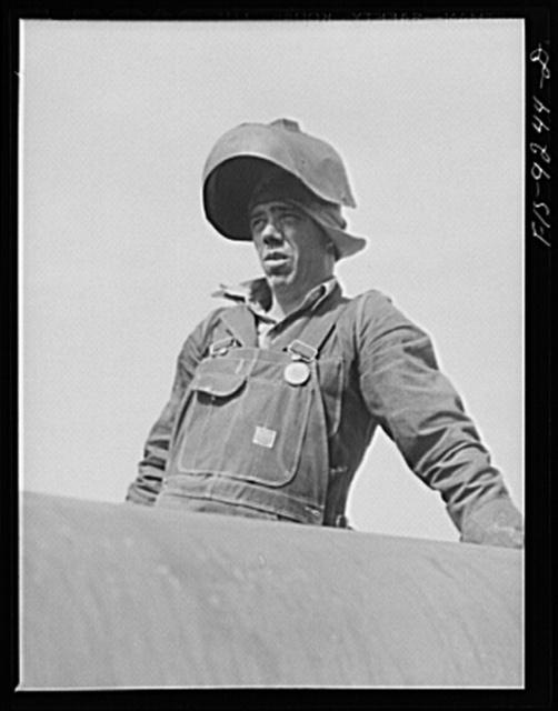 Arkansas-Texas state line to Gurdon, Arkansas. War emergency pipeline from Longview, Texas to Norris City, Illinois. Electric welder