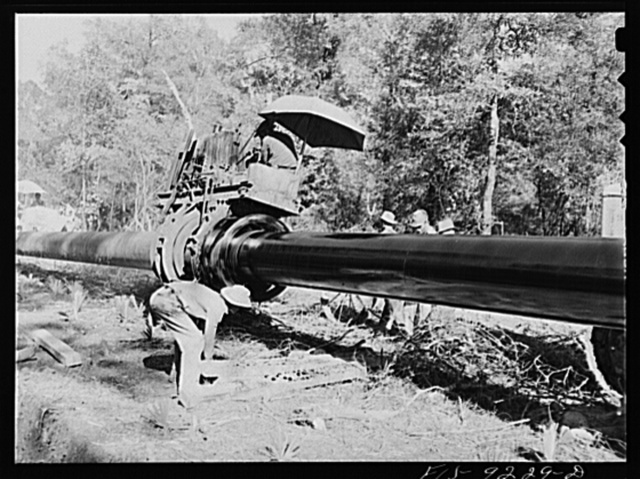 Arkansas-Texas state line to Gurdon, Arkansas. War emergency pipeline from Longview, Texas to Norris City, Illinois. Priming the pipe with hot asphalt paint