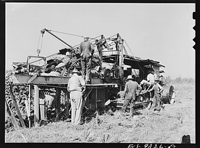 Arkansas-Texas state line to Gurdon, Arkansas. War emergency pipeline from Longview, Texas to Norris City, Illinois. Cleaning the digging machine. This machine digs a five foot deep trench for the pipeline, moving about one mile an hour through soft ground