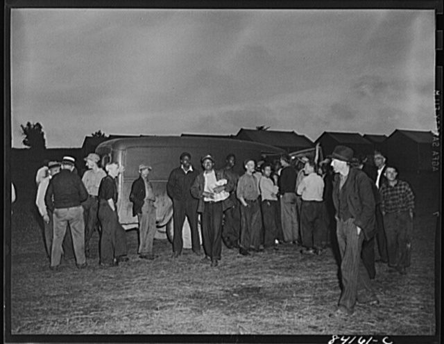 Batavia, New York. Elba FSA (Farm Security Administration) farm labor camp. Traveling grocer who did a rushing business selling bread and cold meats to the migrants