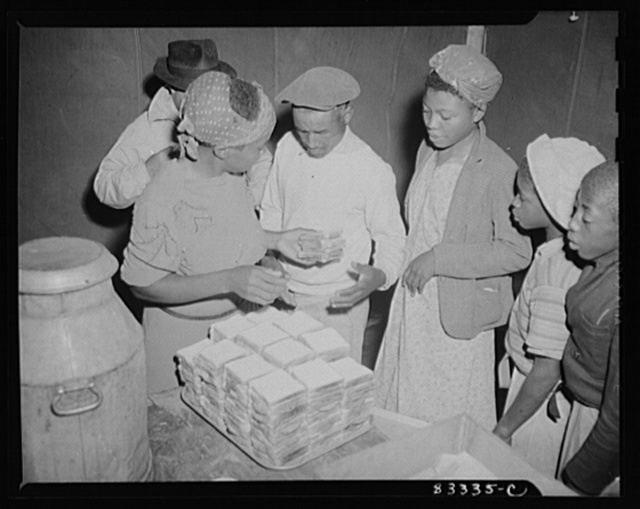 Bridgeton, New Jersey. FSA (Farm Security Administration) agricultural workers' camp. Hot coffee and sandwiches were served to the migrant workers just arrived from Florida