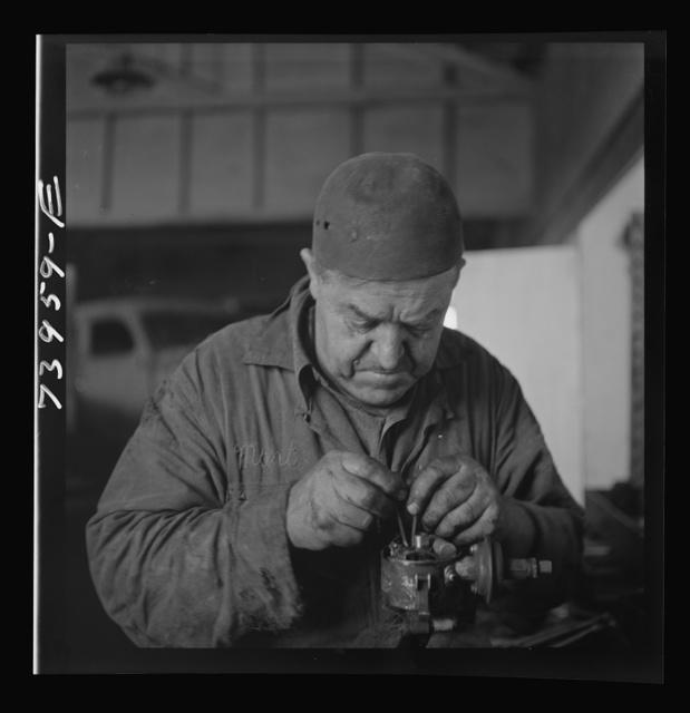Burley, Idaho. Mechanic in garage