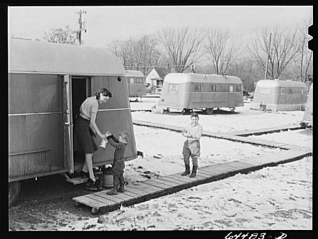 Burlington, Iowa. Acres unit, FSA (Farm Security Administration) trailer camp for workers at Burlington ordnance plant