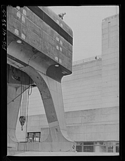 Cherokee Dam, Tennessee (Tennessee Valley Authority (TVA)). Riveter atop 250 ton crane