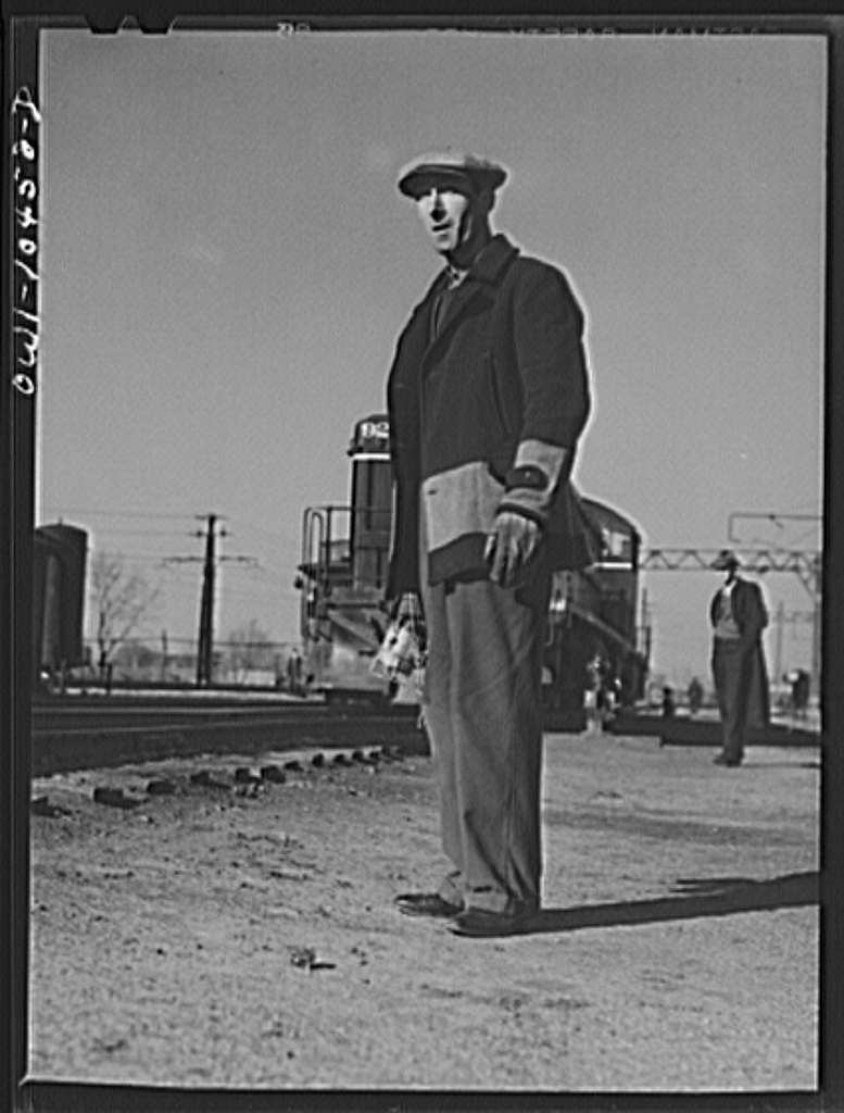 Chicago, Illinois. Brakeman waiting to hop an engine at an Illinois Central Railroad yard