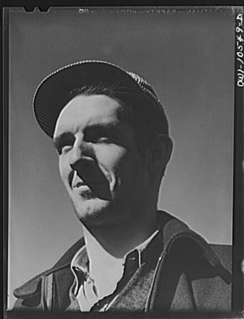 Chicago, Illinois. L.G. McCord of Chicago, a railroad worker at an Illinois Central Railroad yard