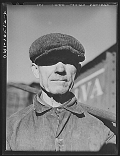 Chicago, Illinois. Rylko Groka, a Ukrainian by birth, working on the car repair tracks at an Illinois Central Railroad yard