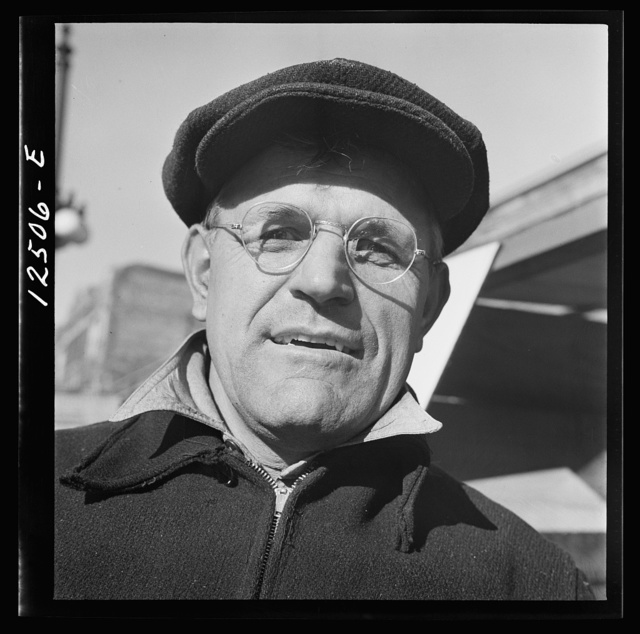 Chicago (north), Illinois. Mr. John Boyko, 4446 North Michigan Avenue, one of the volunteer scrap collectors of the Teamsters' union participating on the scrap collection drive on Armistice Day