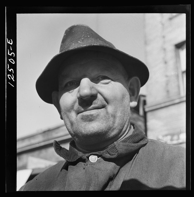 Chicago (north), Illinois. Mr. John E. Lindstrom, 4136 Northwestern Avenue, one of the volunteer scrap collectors of the Teamsters' union participating on the scrap collection drive on Armistice Day