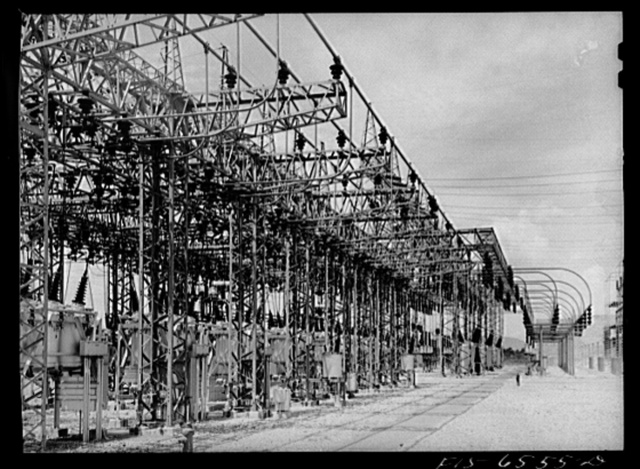 Chickamauga Dam, Tennessee (Tennessee Valley Authority (TVA)). Switchyard