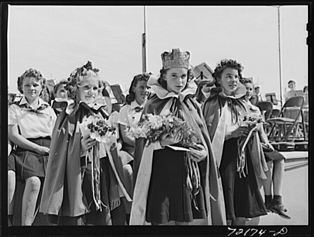 Children in the victory chorus at the Imperial County Fair, California