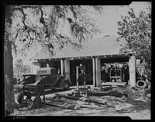 De Land, Florida. De Land pool of small machine shops forming a sub-contracting group for war production