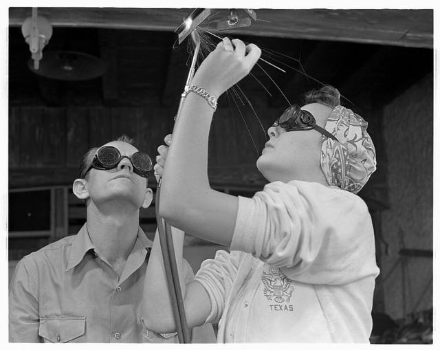De Land pool. Aircraft construction class. Women are being trained along with men in the Volusia County, Florida Vocational School to take their places on the war production front. Pearl Kinchen, who is leaning overhead welding under the watchful eye of instructor, is a housewife with a brother in the army. She will soon be welding aircraft in the De Land industrial pool