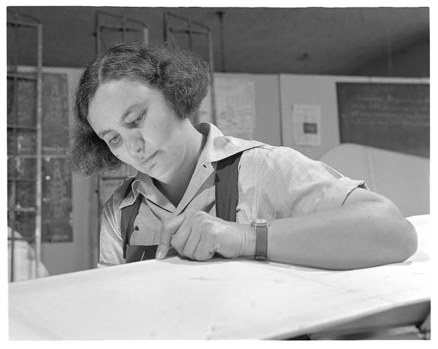 De Land pool. Sewing plane wing fabric. Mrs. Alene Green of De Land, Florida, with two sons in the Army and one in the Navy, still felt she wasn't doing enough. So she enrolled in the De Land Vocational School to learn how to put fabric on airplane wings. Within a month she'll be on the assembly line of the Babcock plant, prime contractors for De Land's community industrial pool