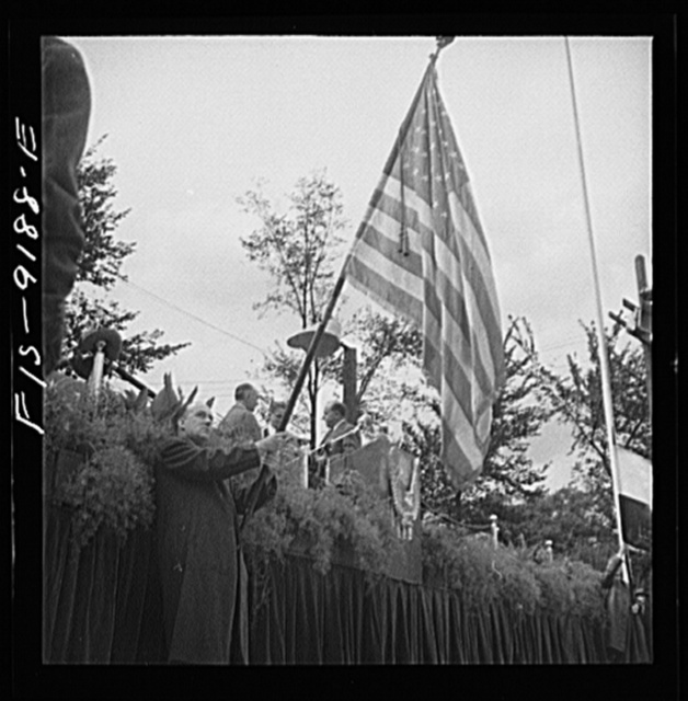 Detroit (vicinity), Michigan. Ceremonies at the presentation of the Army and Navy E award to the Briggs manufacturing company. Speakers' platform with the United States flag